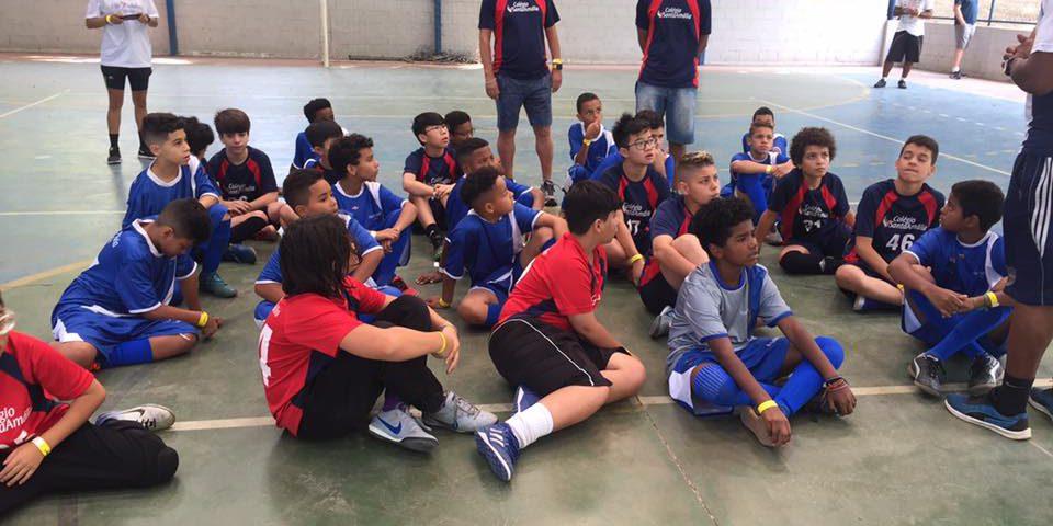 Adolescentes do Programa Esportes e alunos do Colégio Santa Amália
